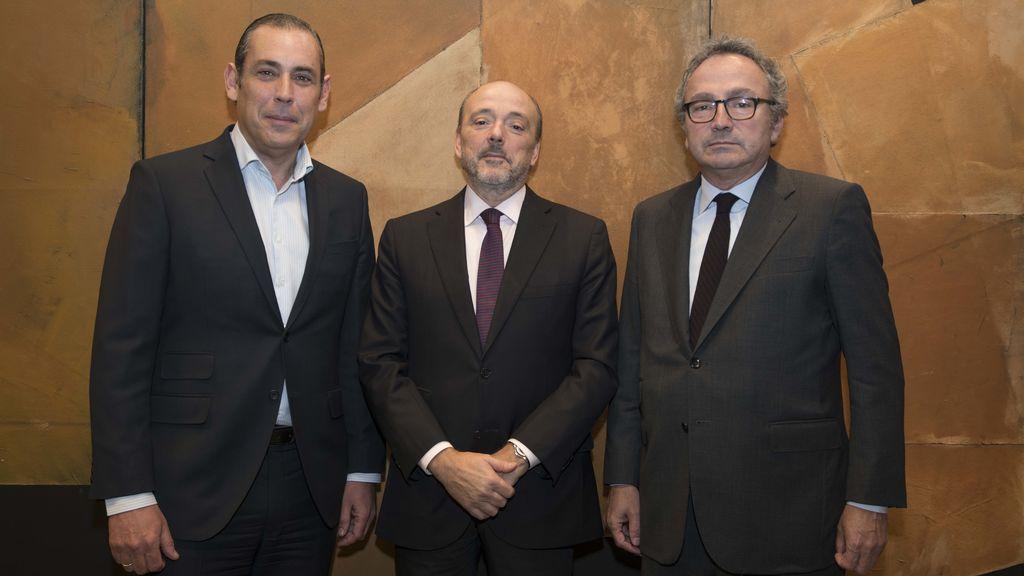Manuel Mirat (consejero delegado del Grupo Prisa), Javier Monzón (actual vicepresidente) y Manuel Polanco (presidente).