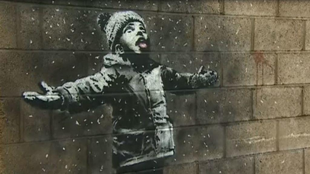 Banksy reaparece: denuncia con ingenio la contaminación en la ciudad de Gales