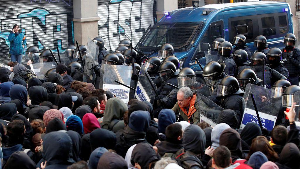 21-D: protestas, cargas y detenciones por la celebración del  Consejo de Ministros