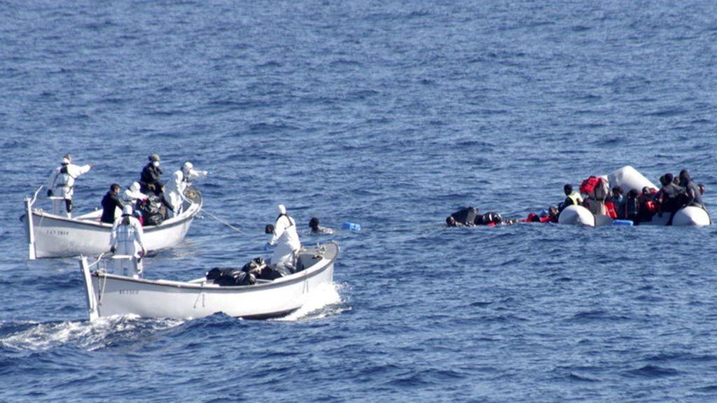 Mueren 20 personas al incendiarse la embarcación en la que intentaban llegar a Europa