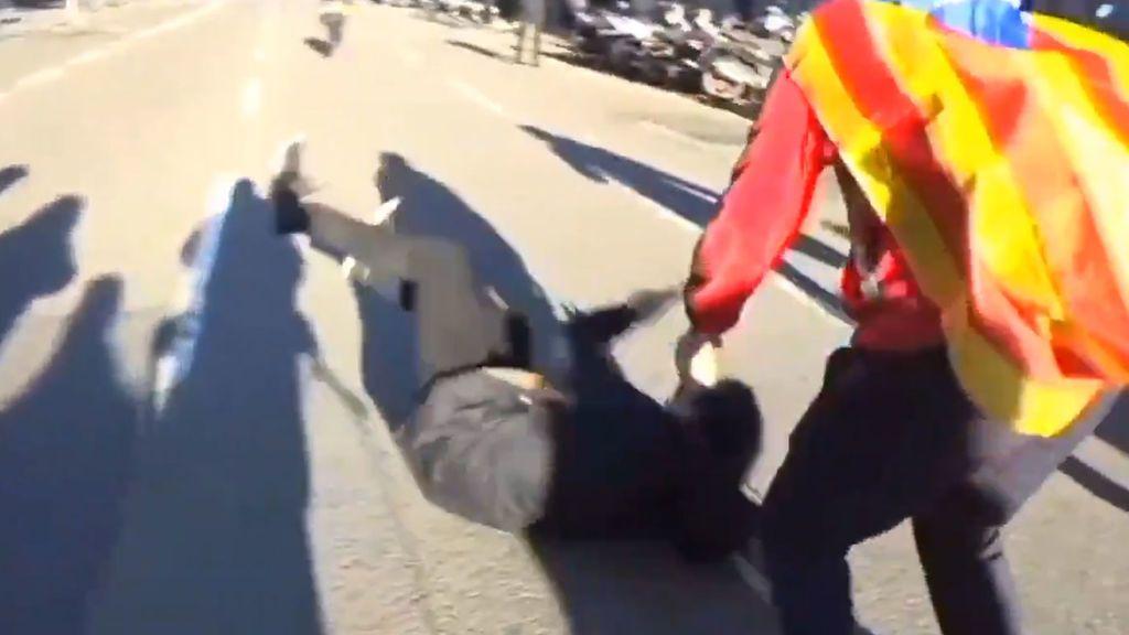 Incidentes en las protestas del 21-D:  Le pegan un puñetazo a un periodista de Intereconomía