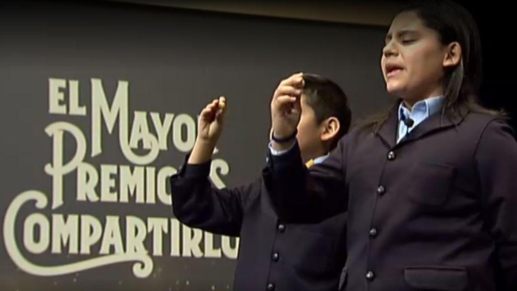 Cantan el segundo premio de la Lotería de la Navidad: el 21015