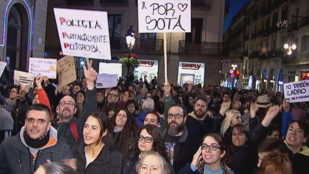 3.500 persona piden en Barcelona justicia para Sota, la perra abatida por un agente de la Guardia Urbana