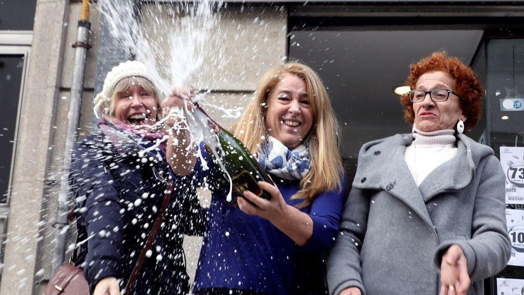 Celebraciones en casi toda España por el Gordo de la Lotería de Navidad