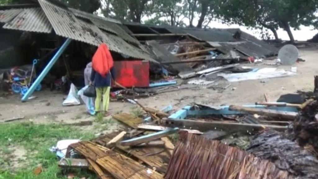 Panorama desolador en Indonesia: el tsunami deja 430 viviendas casi destruidas