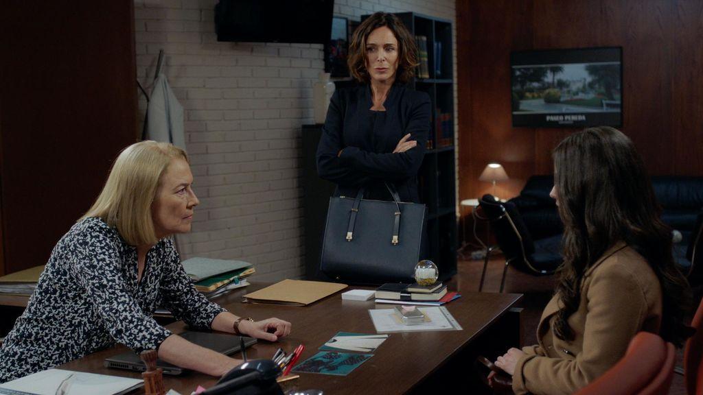 Laguna (Susi Sánchez), Lidia (Lydia Bosch) y Paula (Elena Rivera), en el capítulo 16 de 'La verdad'.