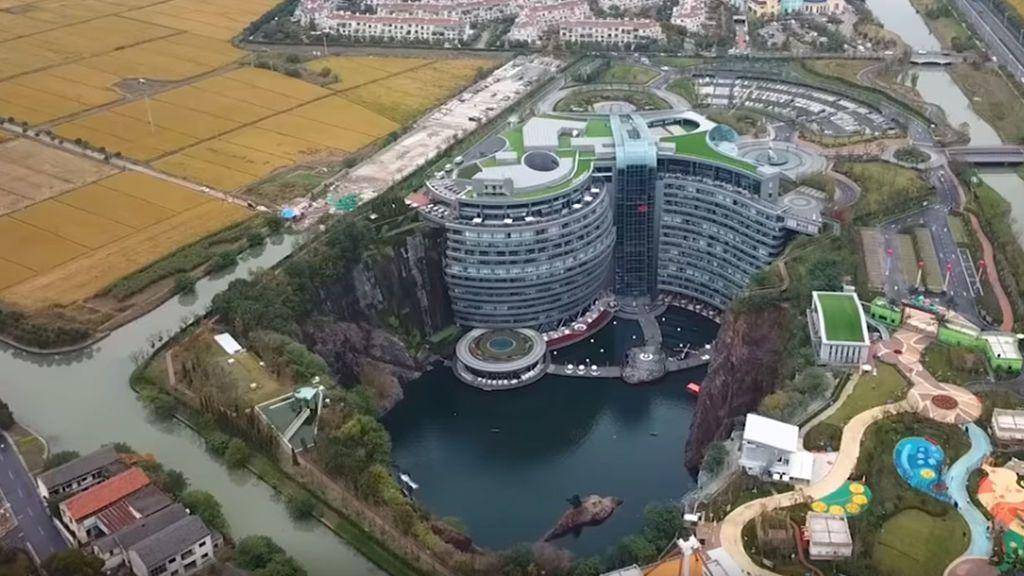 China inaugura el rascacielo más bajo del mundo: El Shimao Quarry, un hotel subterráneo