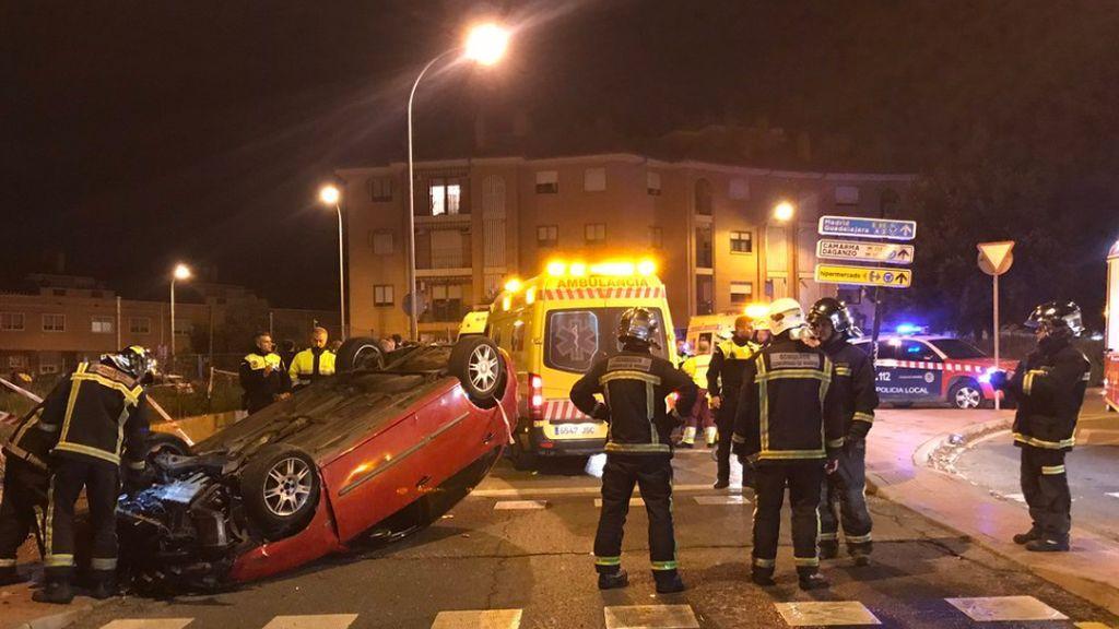 Estrella su coche contra un semáforo y atropella a seis personas en Alcalá de Henares