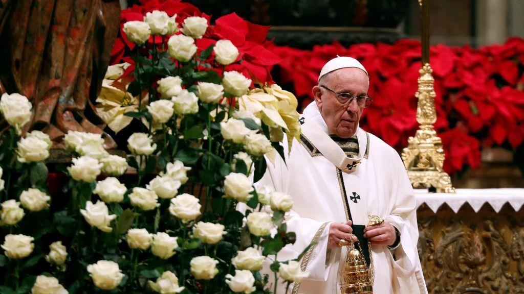 """El Papa advierte en Navidad: """"Unos pocos banquetean espléndidamente y muchos no tienen pan para vivir"""""""