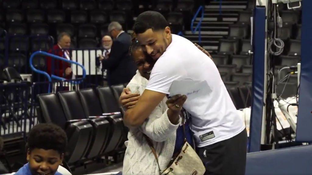 André Roberson, jugador de la NBA, ayuda a una abuela a costear la adopción de sus nietos