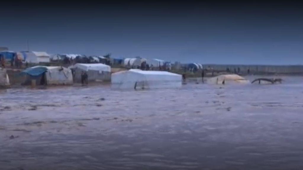 Las pavorosas imágenes de los inundados campos de refugiados de Siria