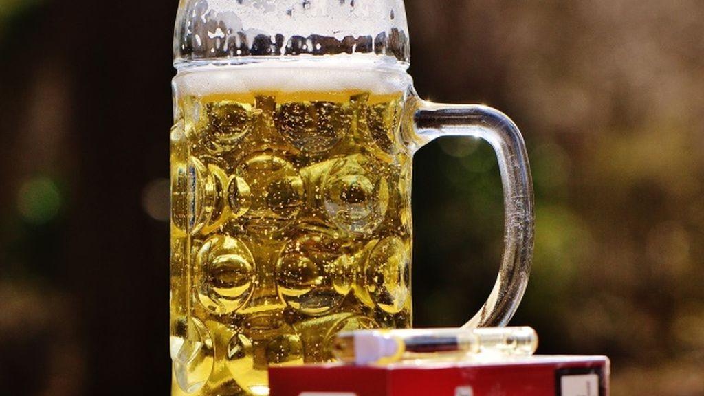 Reducir el consumo de alcohol puede ayudar a dejar de fumar