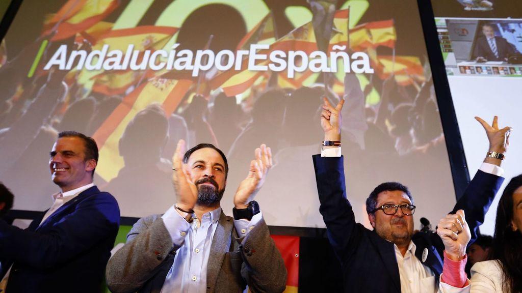 Santiago Abascal y Francisco Serrano celebran el resultado de Vox