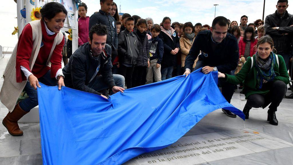 """Los padres de Gabriel inauguran una ballena que ya siempre será de él """"y de la buena gente"""""""