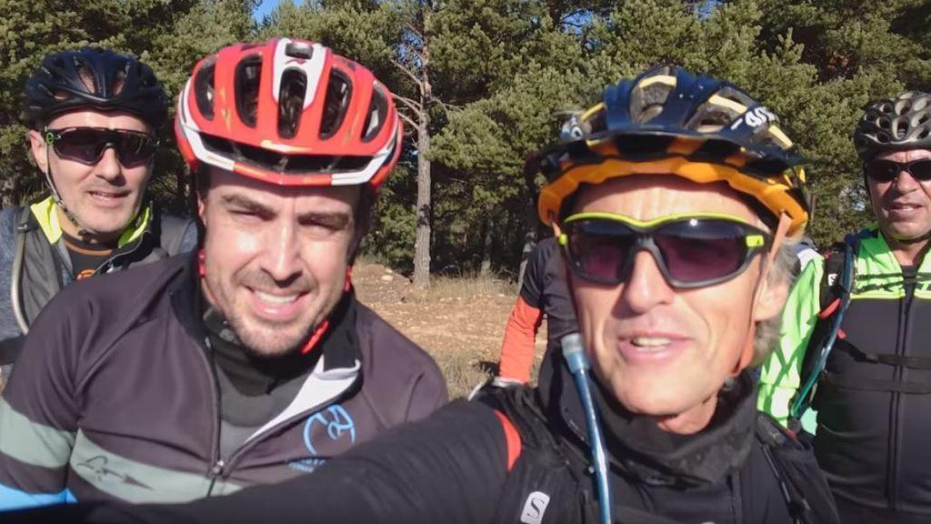 Fernando Alonso y Jesús Calleja sudan la gota gorda en una mañana de ruta