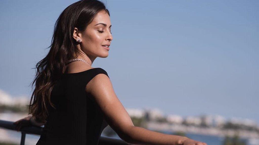 'No filter': Hiba Abouk posa a cara lavada y en bikini para despedir el año