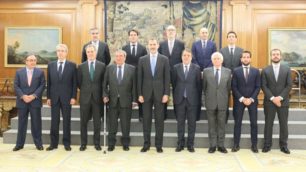 La Junta Directiva de UTECA junto al Rey Felipe VI (centro), en Zarzuela el pasado 20 de noviembre durante la celebración del 20 aniversario.
