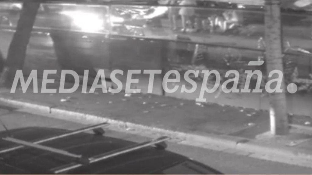 Buscan al conductor que atropelló a un joven al invadir la zona peatonal de Las Ramblas