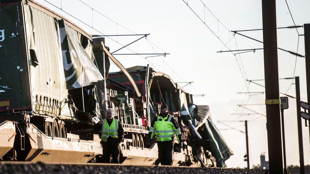 Seis muertos en un accidente entre un tren de mercancias y otro de pasajeros en Dinamarca