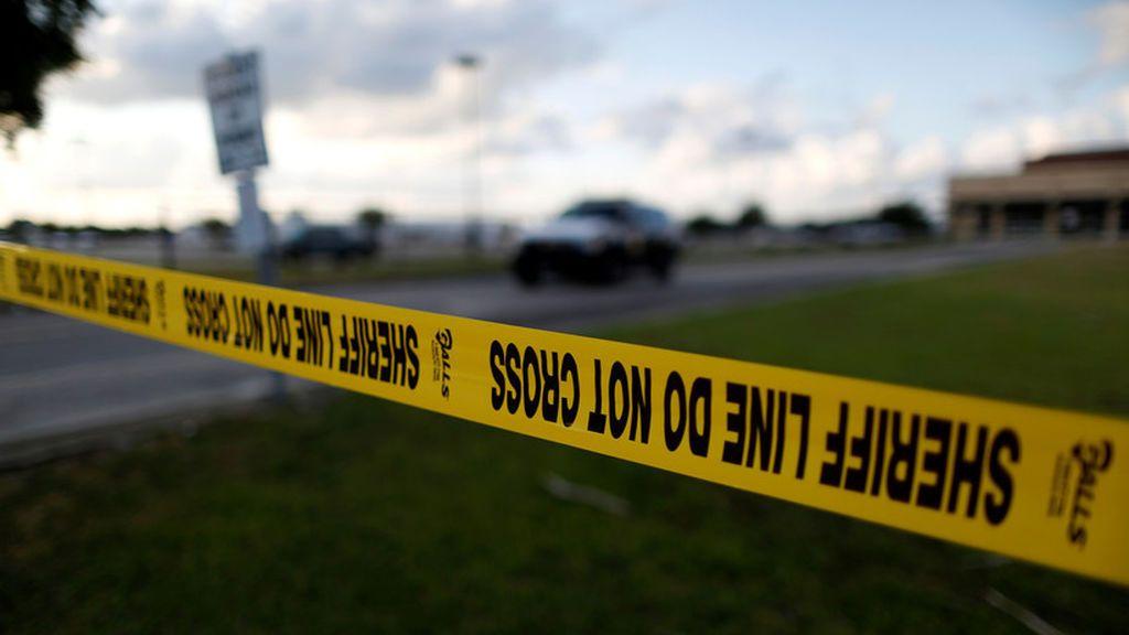 Recompensa de 50.000 dólares a quien entregue al hombre que mató a una niña frente a su madre en Texas