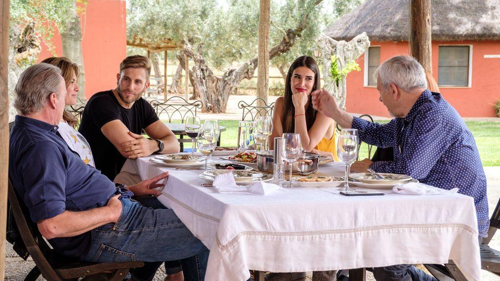 Matías Roures y Lidia Torrent acompañan a Carlos Sobera y Bertín Osborne, en 'Mi casa es la tuya'.