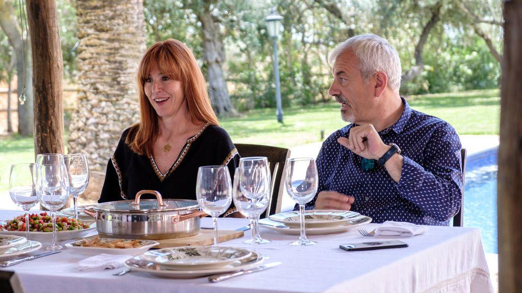 Patricia Santamaría y Carlos Sobera, en 'Mi casa es la tuya'.