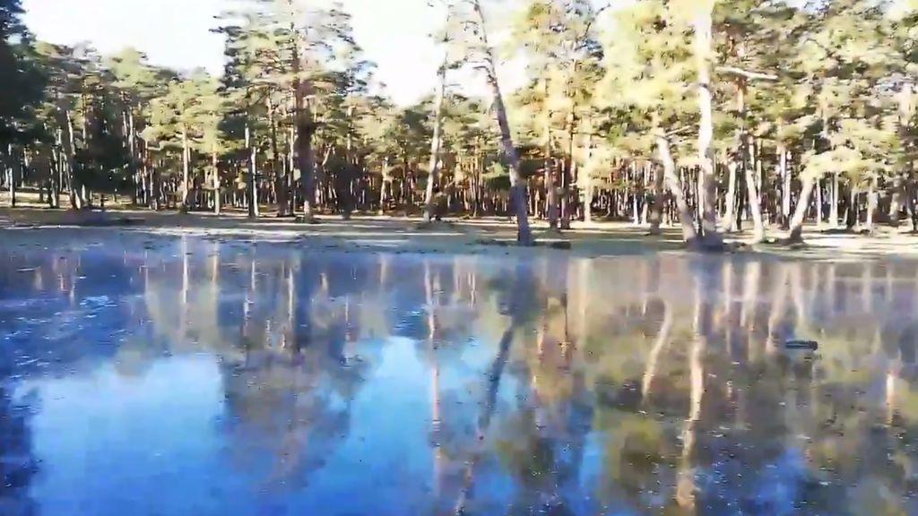 Hace tanto frío que podemos patinar sobre hielo en un lago: no te pierdas las imágenes