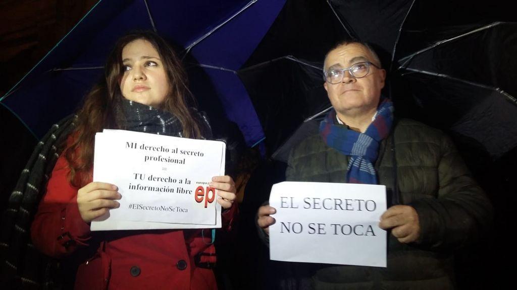 Periodistas de Europa Press y 'Diario de Mallorca', en la concentración por la libertad de prensa el 13 de diciembre de 2018 en Baleares.