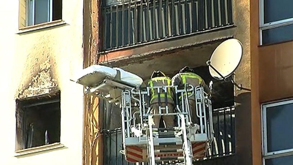 Mueren tres personas y 16 resultan heridas en un incendio en Badalona
