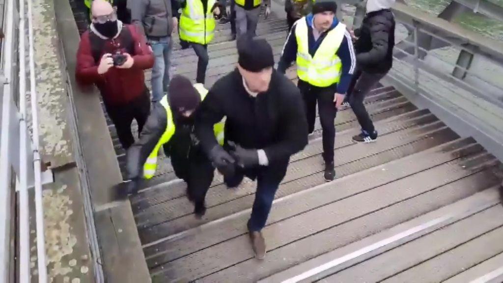 Se entrega el boxeador que hizo retroceder a puñetazos a la policía francesa