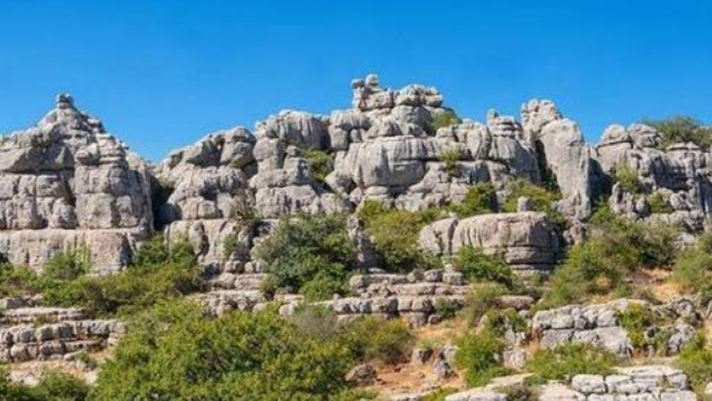 Rescatan a cuatro miembros de una familia perdidos en el parque natural de El Torcal de Antequera (Málaga)