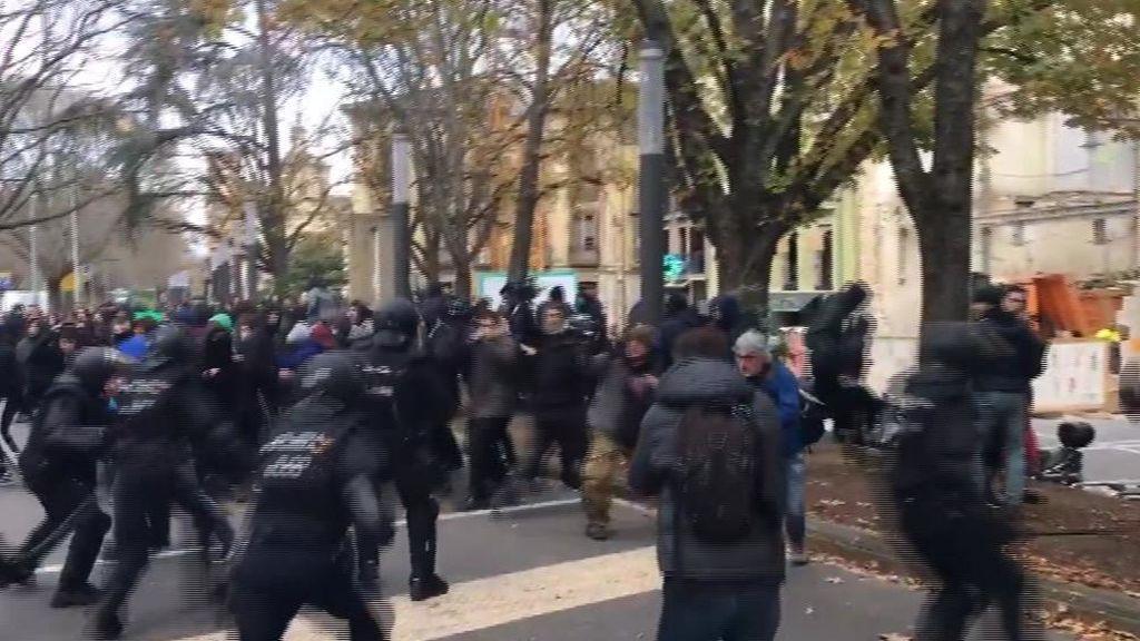 Cargas policiales en Pamplona por el desalojo de un edificio ocupado