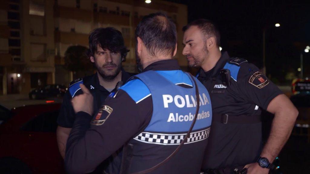 Óscar e Iván, policías locales de Alcobendas, protagonizan el primer capítulo de la segunda temporada de 'Héroes, más allá del deber'.