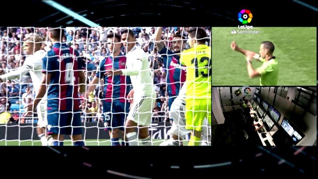 De las nueve veces que el VAR ha actuado con el Madrid, cinco han sido decisiones en contra