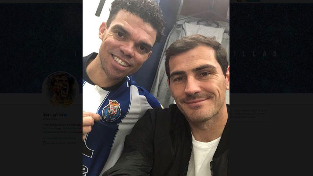 """""""Bienvenido"""": Iker Casillas da un caluroso recibimiento a su excompañero en su primer día en el Porto"""