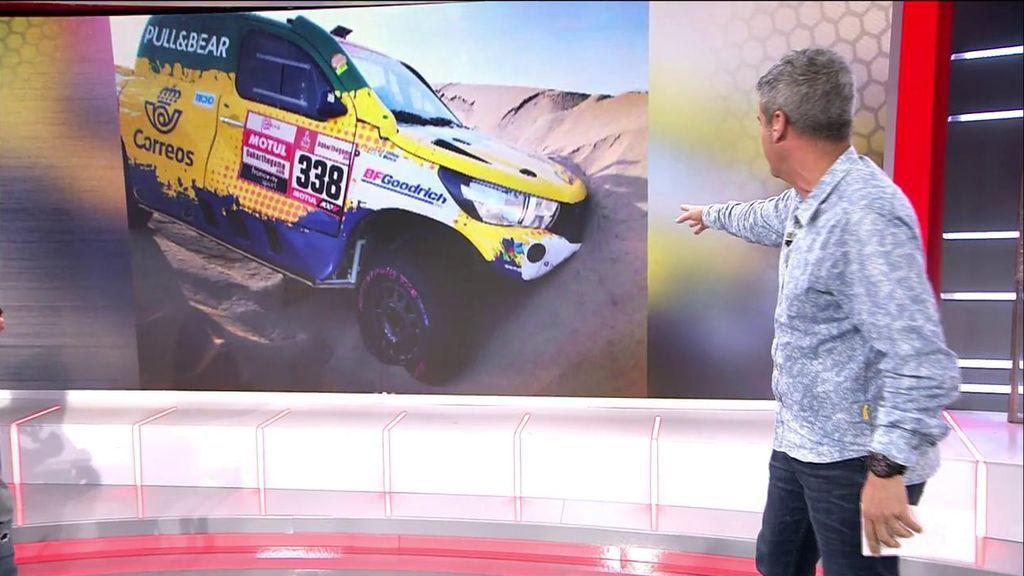 Calleja desciende del puesto 22 al 40 al empotrar su coche contra una duna en el Dakar
