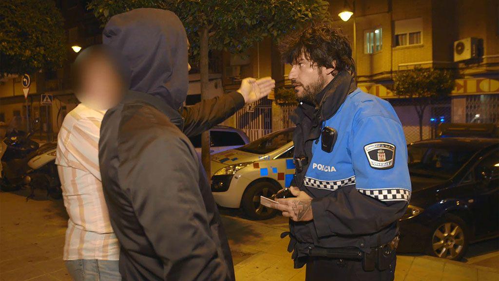 Un ejemplo de civismo: Dos testigos frenan la agresión a una mujer