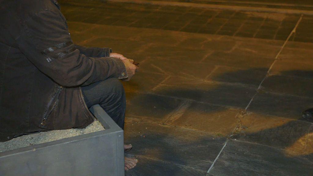 Roban y dejan sin zapatos a un sin techo en un parque de Alcobendas