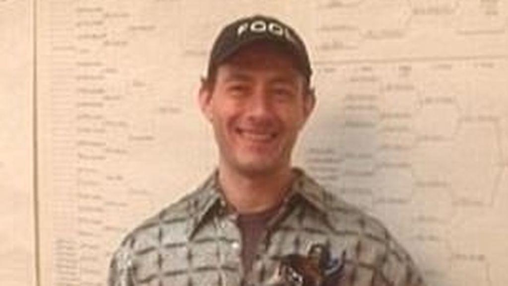 Un hombre asesina a su mujer y, años después, trata de inculpar a su hija en el crimen