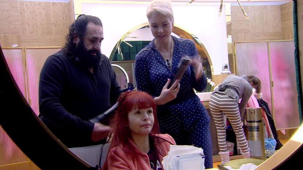 Juan Miguel y su sesión de peluquería a Yurena a primera hora de la mañana