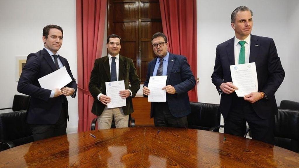 Teodoro García Egea, secretario general del PP; Juanma Moreno, candidato a presidente de la Junta de Andalucía, y Serrano y Ortega Smith, de Vox.