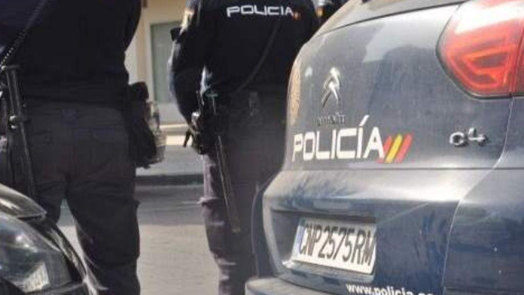 Un hombre con problemas psiquiátricos mata a su madre y se atrinchera en su casa en Fuentes de Ebro