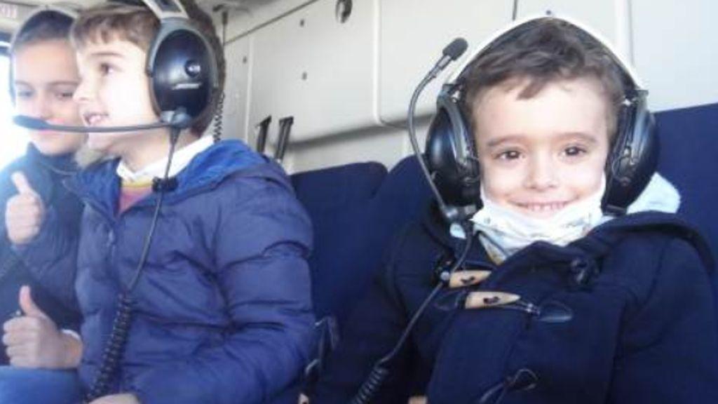 javier cumple su sueño de 'pilotar' un helicoptero