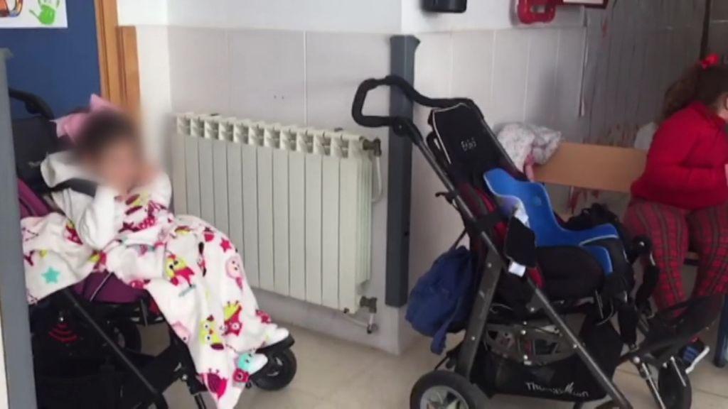 Mantas para combatir el frío y sin patio para calentarse, así estudian 90 alumnos con necesidades especiales de un colegio de Algeciras