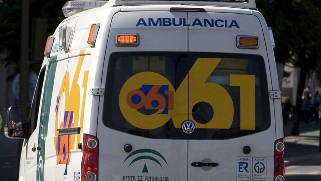 Seis heridos, entre ellos dos menores, tras una colisión entre tres turismos en Almería