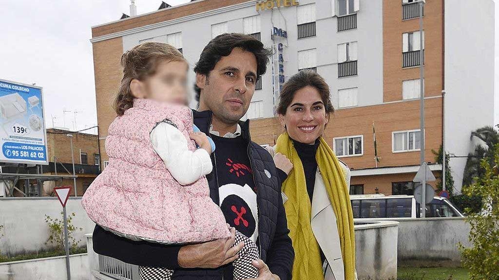 La entrañable foto de la hija de Fran Rivera cuidando a su hermano Curro