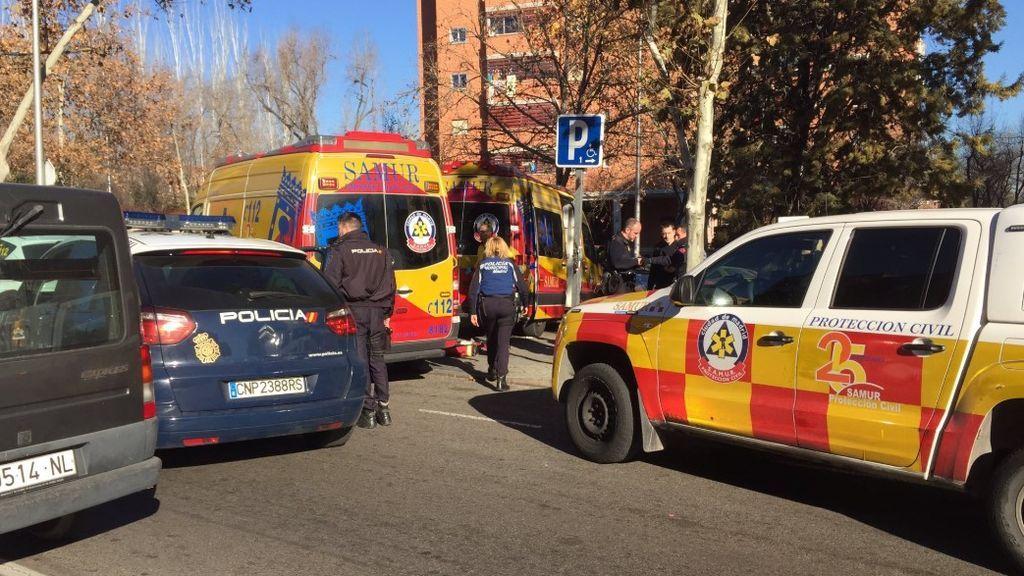 Detienen a un hombre que apuñaló a otro por ponerle una pizza en el capó del coche en Carabanchel
