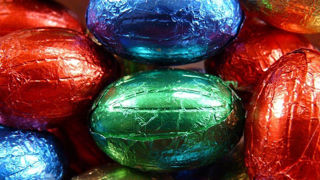 El juguete racista escondido en un huevo de chocolate que indigna a los consumidores