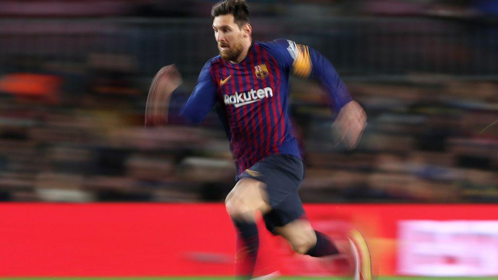 Sin brillo pero con 400 goles de Messi: el Barça supera a un valiente Eibar