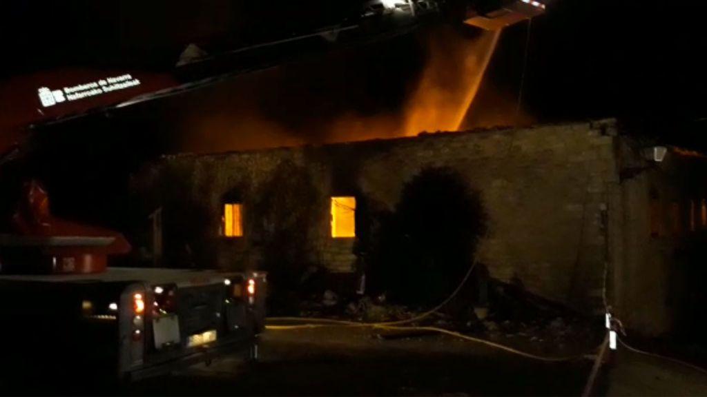 Buscan a un hombre desaparecido en el incendio de su casa en Artaitz